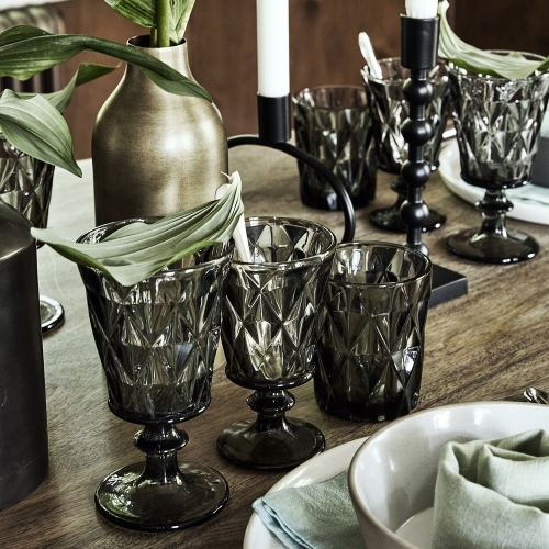Rotweinglas in grau im Kristall-Look von NORDAL