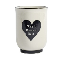 Becher wish it - dream it - do it mit Herzmotiv von NORDAL