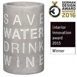 Weinkühler aus Beton mit schicker Prägung Save Water, Drink Wine